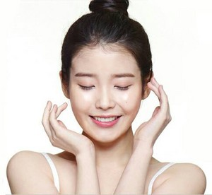 150225 ‪IU‬ for 아이소이 ‪‎isoi‬ ad photos (text removed)