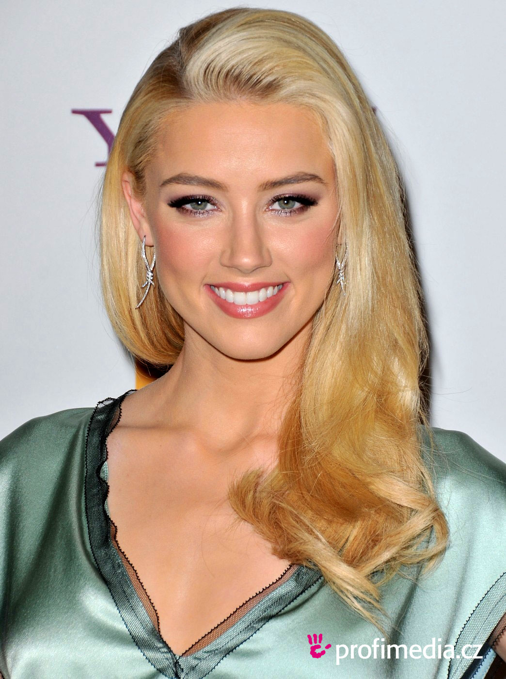 Amber Heard 3 Beautifu...