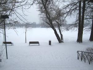 lacul Titan inghetat parcul Alexandru Ioan Cuza iarna IOR Bucuresti Bucharest Romania