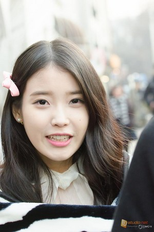 150203 ‪‎IU‬ at the 스베누 SBENU‬ CF shoot sejak @mistershiniu