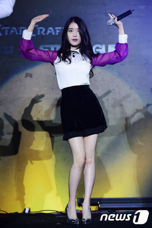 150215 ‪IU‬ at SBENU‬'s ‪Starcraft‬ ‪Starleague‬ Finals