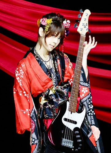 Wagakki Band achtergrond probably containing a guitarist called Asa