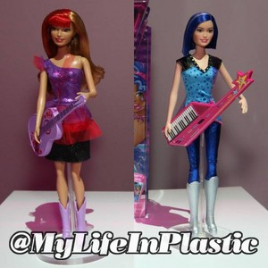 Barbie in Rock 'n Royals anak patung (Female Guitarists)