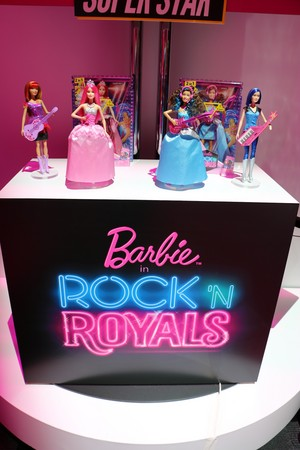 Barbie in Rock'n Royals anak patung