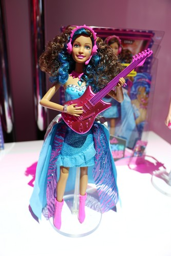 Filem Barbie kertas dinding called Barbie in Rock'n Royals Erika Doll