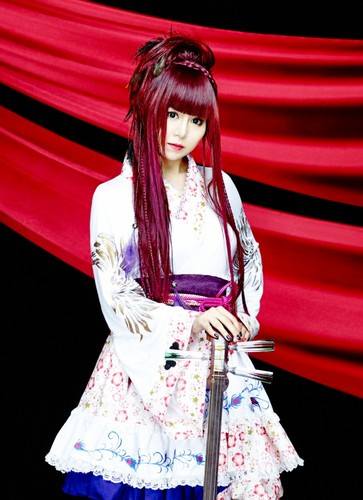 Wagakki Band achtergrond possibly containing a cocktail dress called Beni Ninagawa