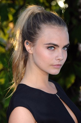 Cara Delevingne Обои with a portrait called Cara Delevingne