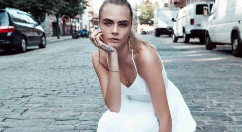 Cara Delevingne Обои possibly containing a portrait and skin entitled Cara Delevingne
