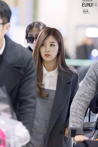 Park ChoRong वॉलपेपर possibly with a business suit and a well dressed person entitled Chorong at the Airport
