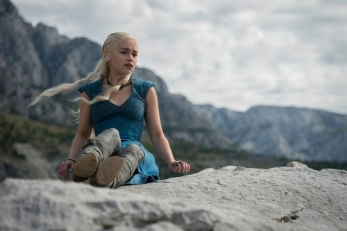 Daenerys Targaryen wallpaper containing an alpinist titled Daenerys Targaryen Season 4