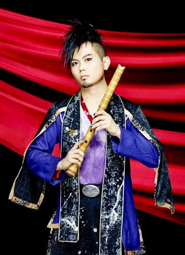 Wagakki Band achtergrond probably with a flute called Daisuke