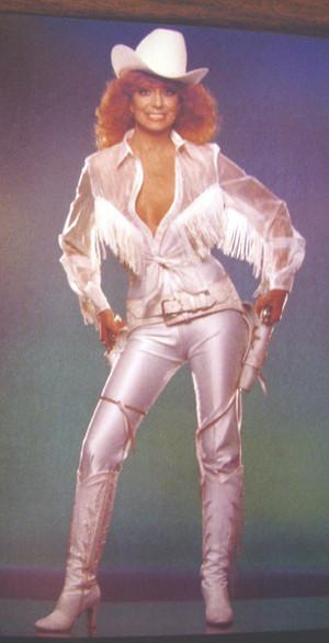 Dottie West (October 11, 1932 – September 4, 1991)