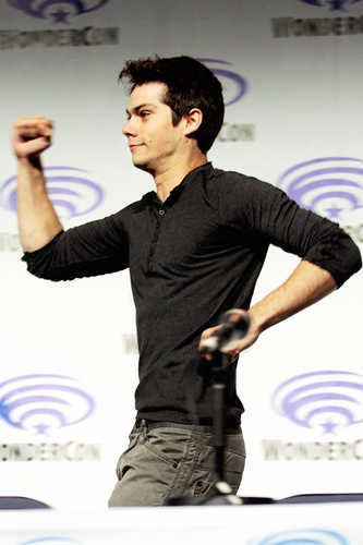 Dylan O'Brien Hintergrund possibly containing a sign entitled Dylan O'Brien