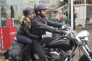 Emma and August - 1x13