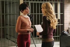 Emma and Snow - 1x16