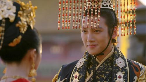 Ji Chang Wook Обои probably containing a bearskin and a кимоно titled Empress Ki