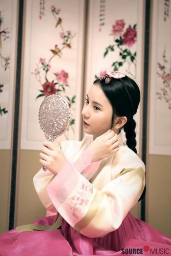 Eunha-wishing-us-a-Happy-Lunar-New-Year-