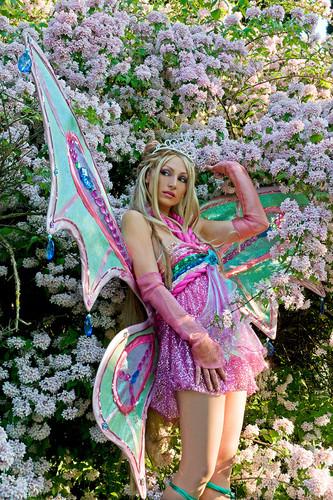 Winx Club fond d'écran entitled Flora cosplay Enchantix