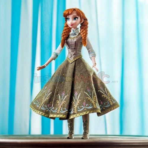 Frozen Fever Hintergrund possibly containing a kirtle and a polonäse, polonaise called Frozen Fever Limited Edtion Anna Doll