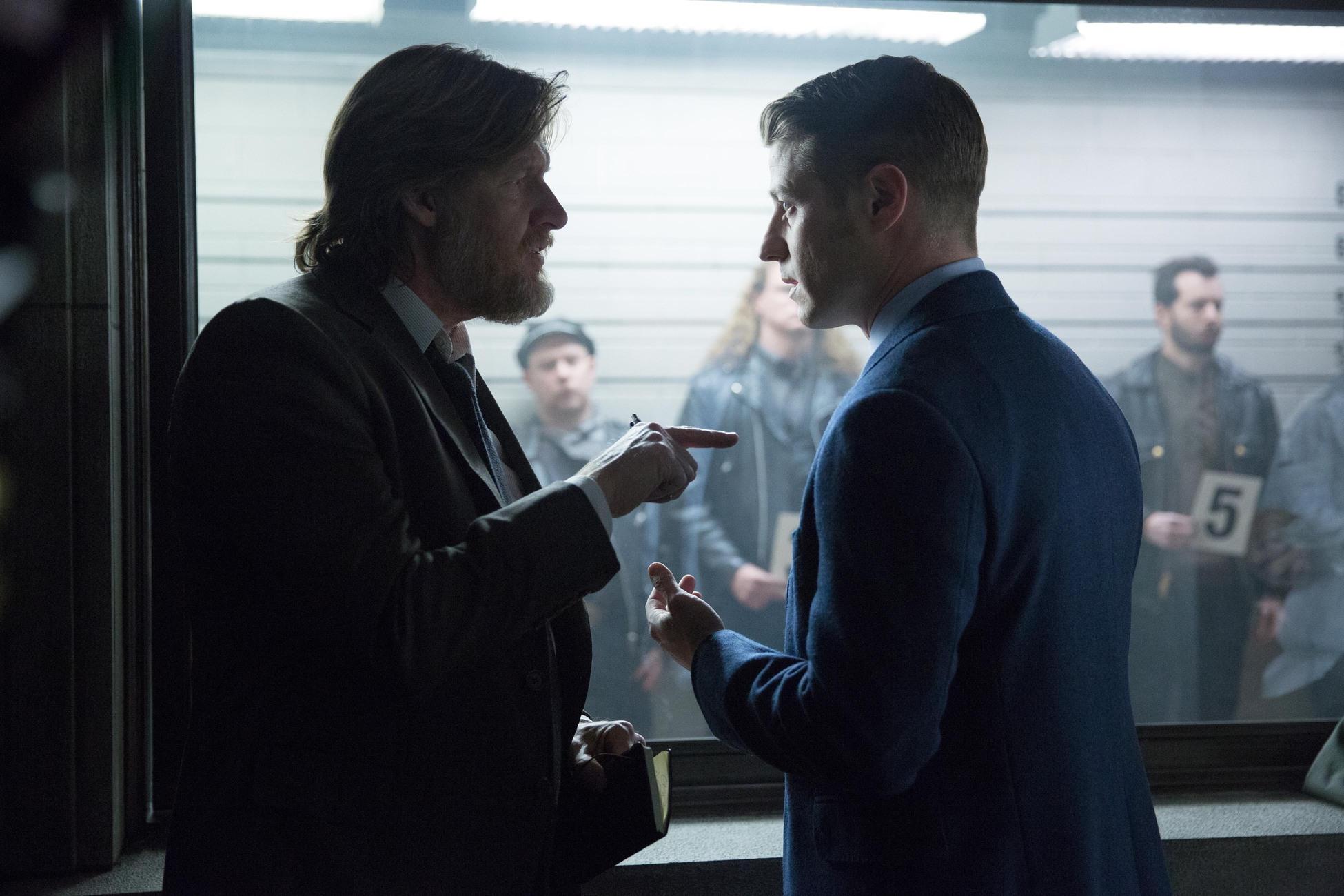 Gotham - Episode 1.17 - Red ঘোমটা