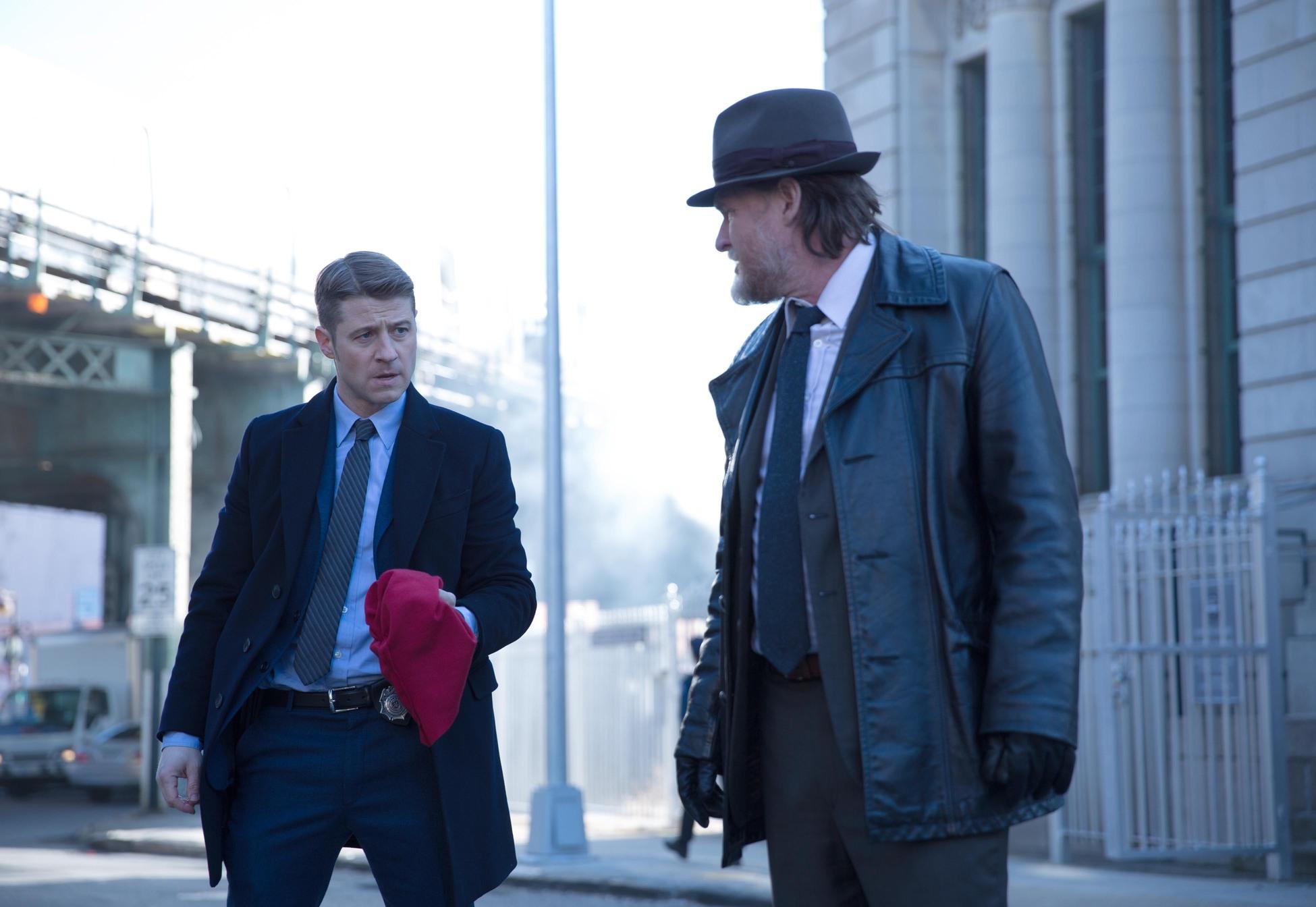 Gotham - Episode 1.17 - Red capuz, capa