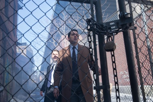 Gotham wallpaper containing a chainlink fence entitled Gotham - Episode 1.18 - Everyone Has a Cobblepot