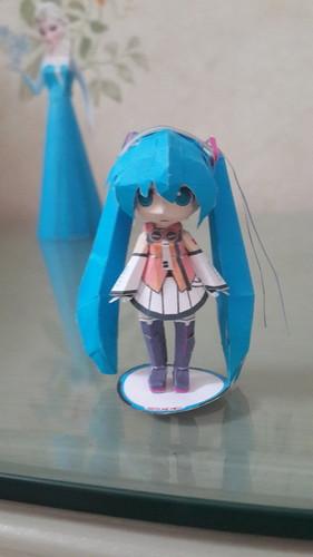 Hatsune Miku Hintergrund titled Hatsune Miku papercraft