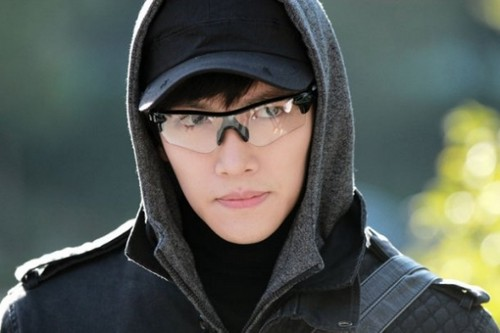 Ji Chang Wook Обои possibly containing a капот, худ called Healer