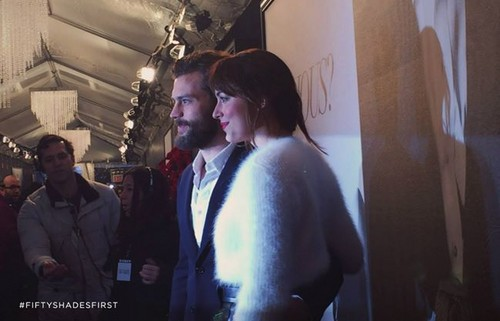 Fifty Shades-Trilogie Hintergrund probably with a triceratops entitled Jamie Dornan and Dakota Johnson