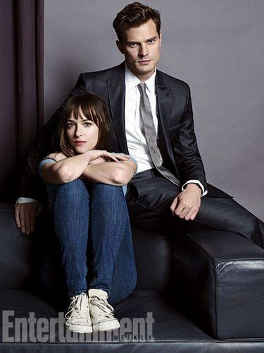 Fifty Shades-Trilogie Hintergrund with a business suit, a suit, and a well dressed person titled Jamie Dornan and Dakota Johnson