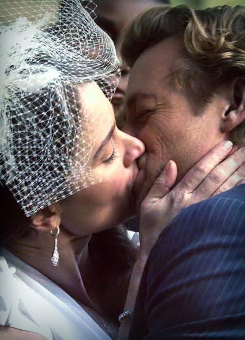 Jane and Lisbon kiss-7x13