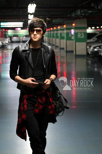 Ji Chang Wook Обои probably with a well dressed person, an outerwear, and a business suit titled Ji Chang wook