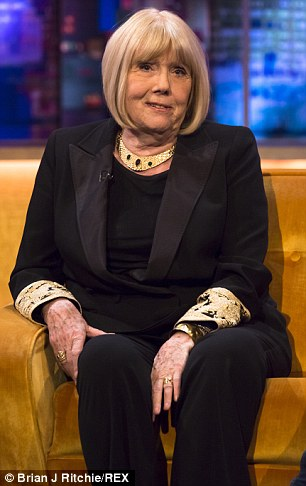 Diana Rigg kertas dinding containing a business suit and a well dressed person entitled Jonathan Ross tunjuk (2015)