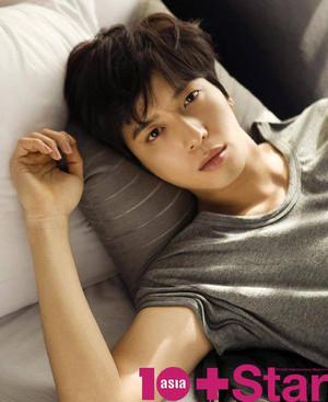 Jung Yonghwa For 10 nyota