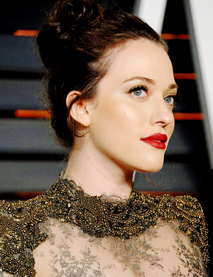 Kat Dennings attends the 2015 Vanity Fair Oscar Party hosted kwa Graydon Carter (feb 22, 2015)