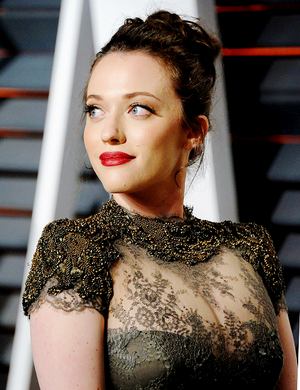 Kat Dennings attends the 2015 Vanity Fair Oscar Party hosted oleh Graydon Carter (feb 22, 2015)
