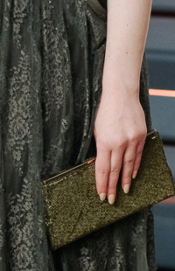 Kat Dennings attends the 2015 Vanity Fair Oscar Party hosted によって Graydon Carter (feb 22, 2015)