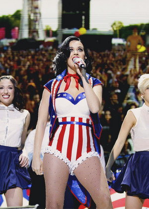 Katy performing at The Kids' Inaugural концерт - 01.19.2013