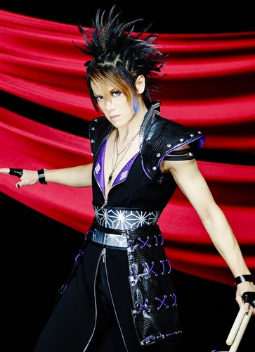 Wagakki Band achtergrond probably with a avondeten, diner dress called Kurona