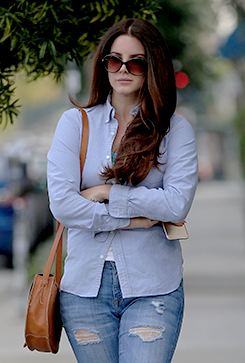 Lana Del Rey visits a hair salon in Hollywood on February 20th, 2015