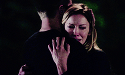 laurel and Oliver hug