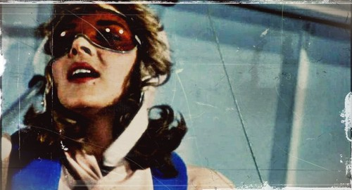 Kim Cattrall karatasi la kupamba ukuta containing sunglasses entitled Mannequin (1987)