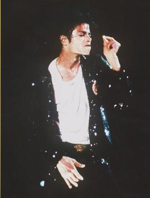Michael Jackson - HQ Scan - BadTour