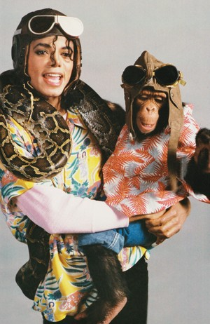 Michael Jackson - HQ Scan - ''Leave Me alone'' Photosession
