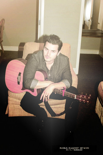 Michael Malarkey দেওয়ালপত্র possibly containing a guitarist, a lute, and an acoustic গিটার entitled Michael Malarkey