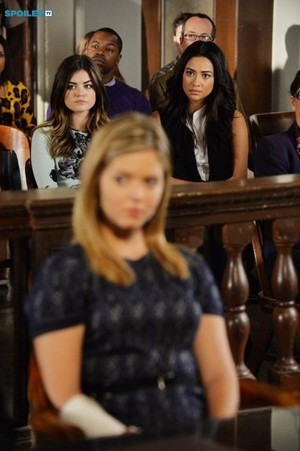 Pretty Little Liars - Episode 5.23 - The Melody Lingers On - Promo Pics