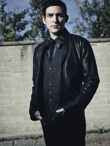Robin Lord Taylor দেওয়ালপত্র probably with a well dressed person, a business suit, and an outerwear entitled Robin Lord Taylor