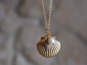 Sea Shell Locket ожерелье with pearl and little Trumpet Charm