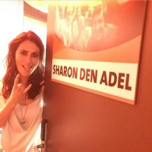 Sharon логово, ден Adel