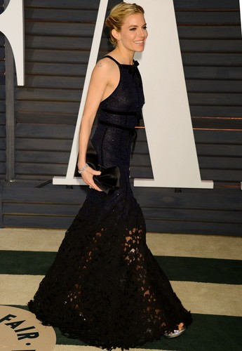 Sienna Miller پیپر وال possibly containing a گاؤن, gown and a رات کے کھانے, شام کا کھانا dress titled Sienna Miller
